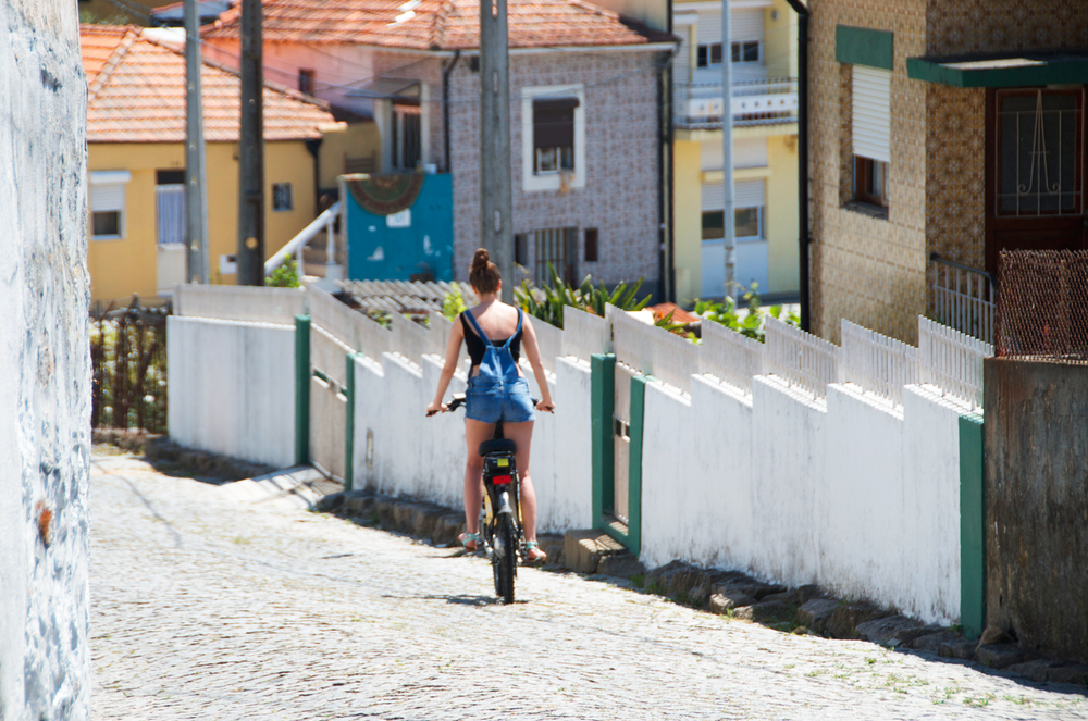 explore-porto-portugal-via-bike.png