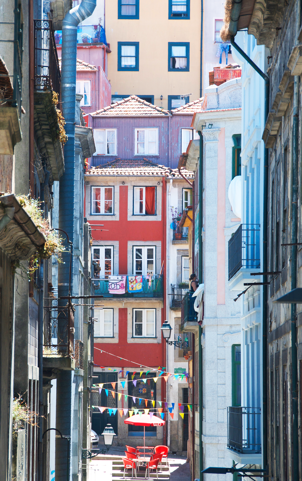 colorful-porto-portugal-streets.png