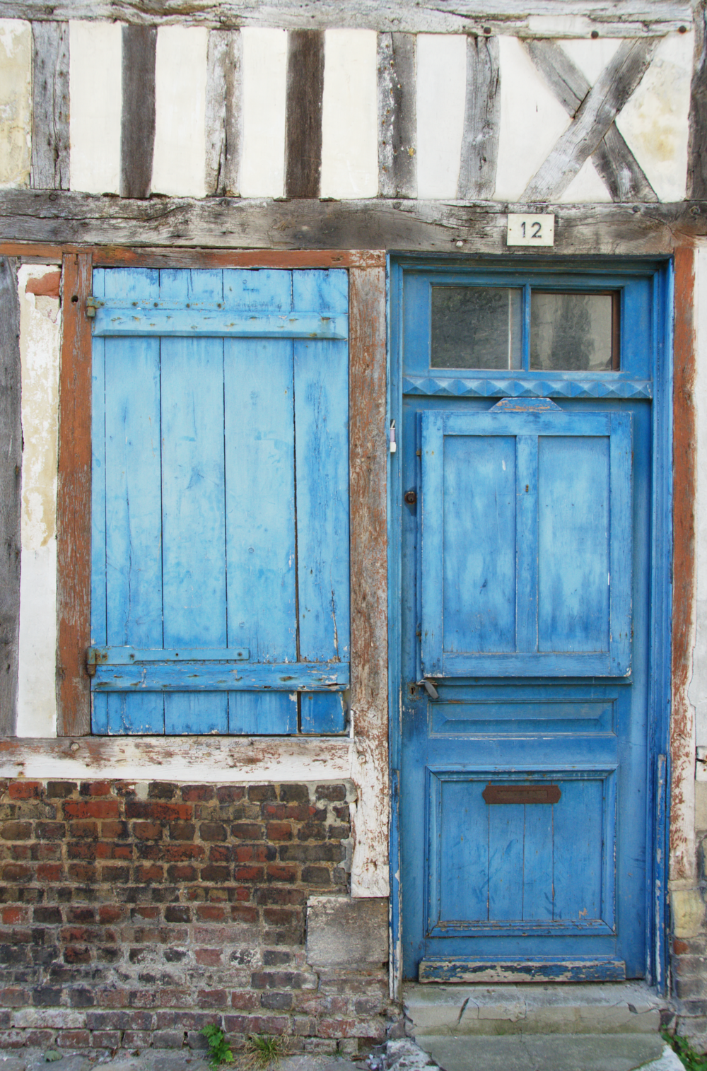 door-honfleur-normandy-france.png