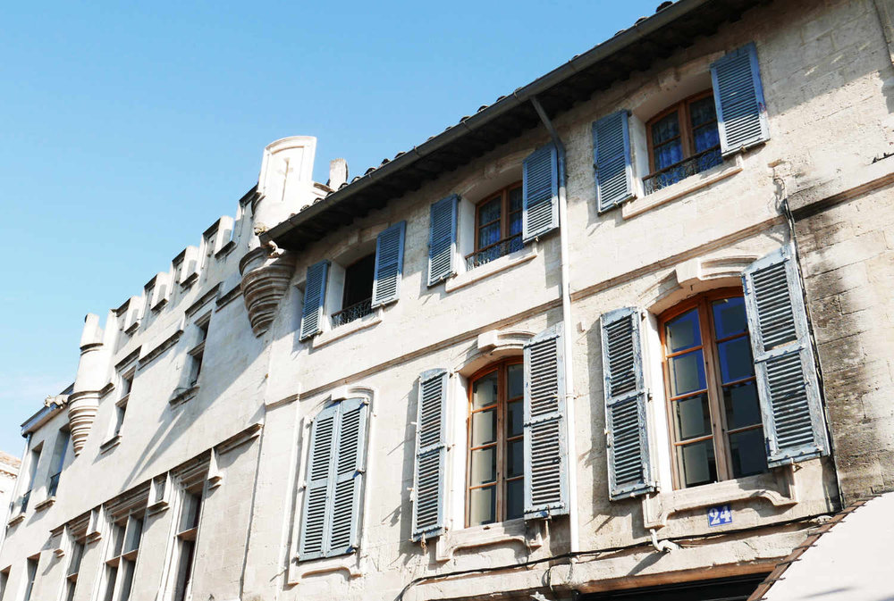 avignon-buildings-south-of-france.png