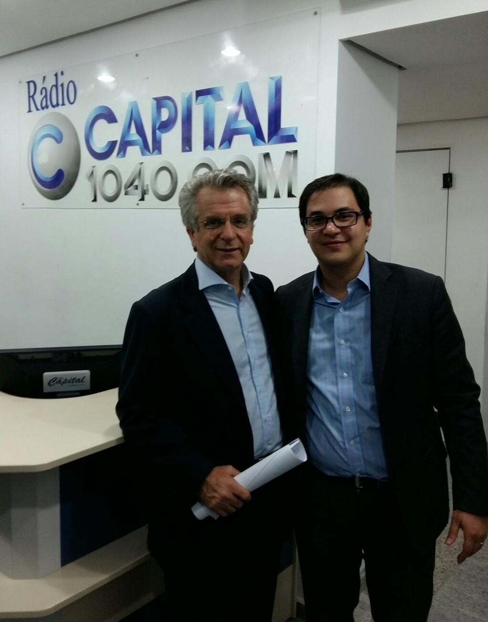 Fernando de Almeida Prado e o vereador Andrea Matarazzo após entrevista para a Rádio Capital AM sobre a nova lei de regulamentação dos empregados domésticos.