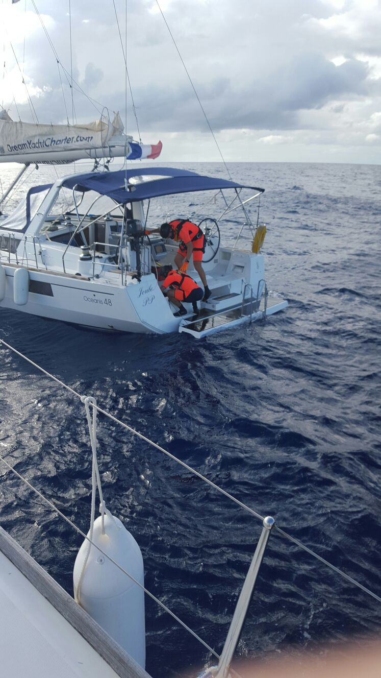 Guadeloupe CG on board trying to fix the problem
