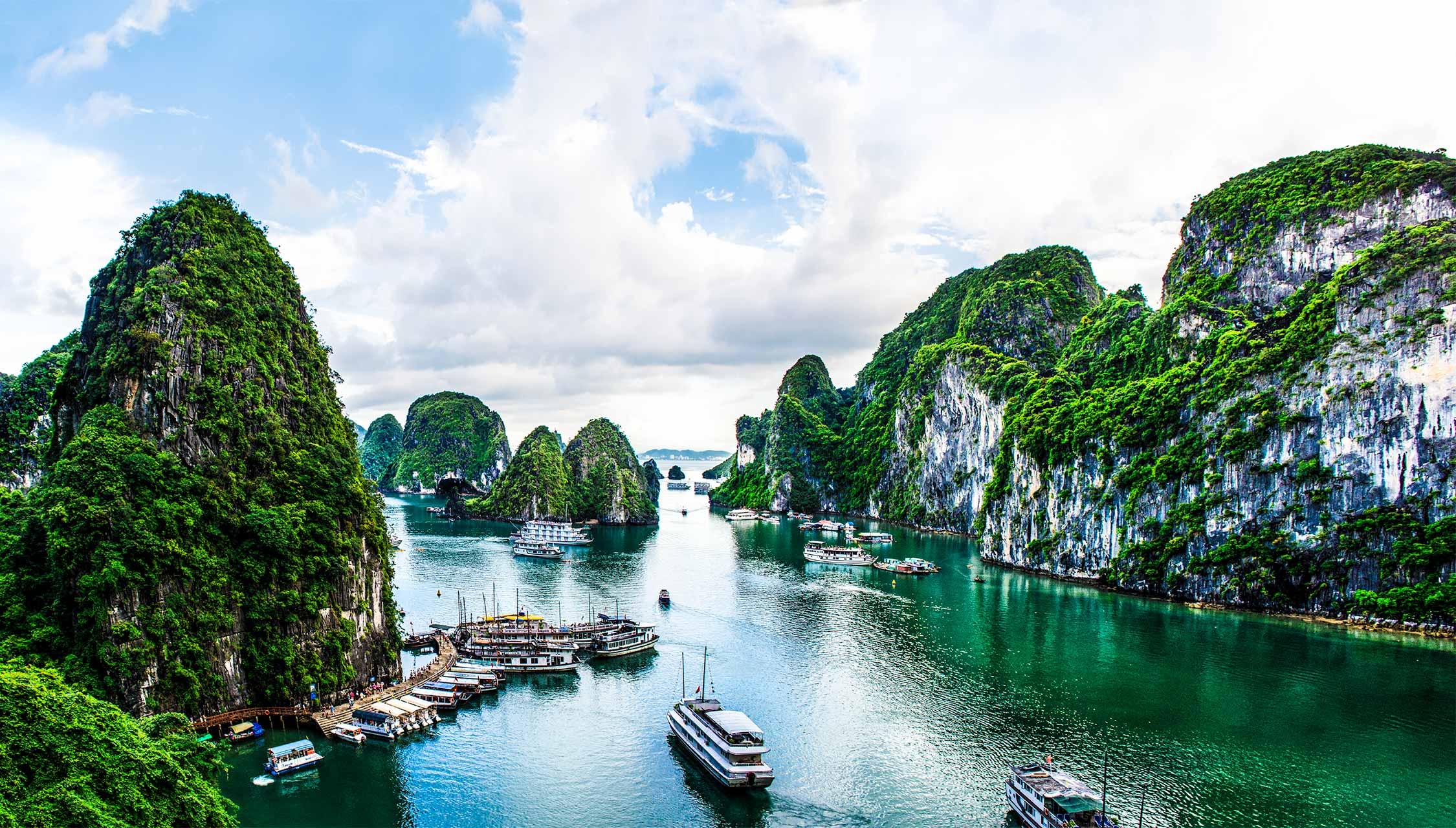 describe ha long bay
