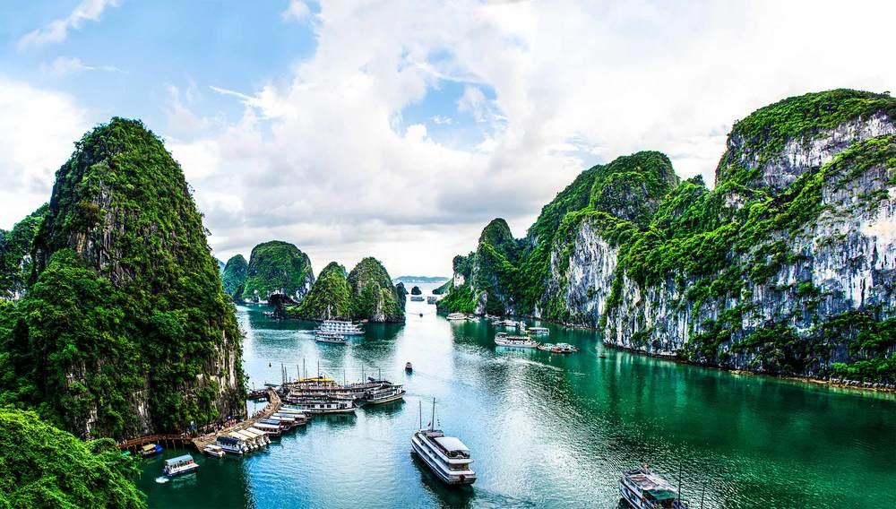 A Halong Bay Luxury Cruise with Paradise Cruises