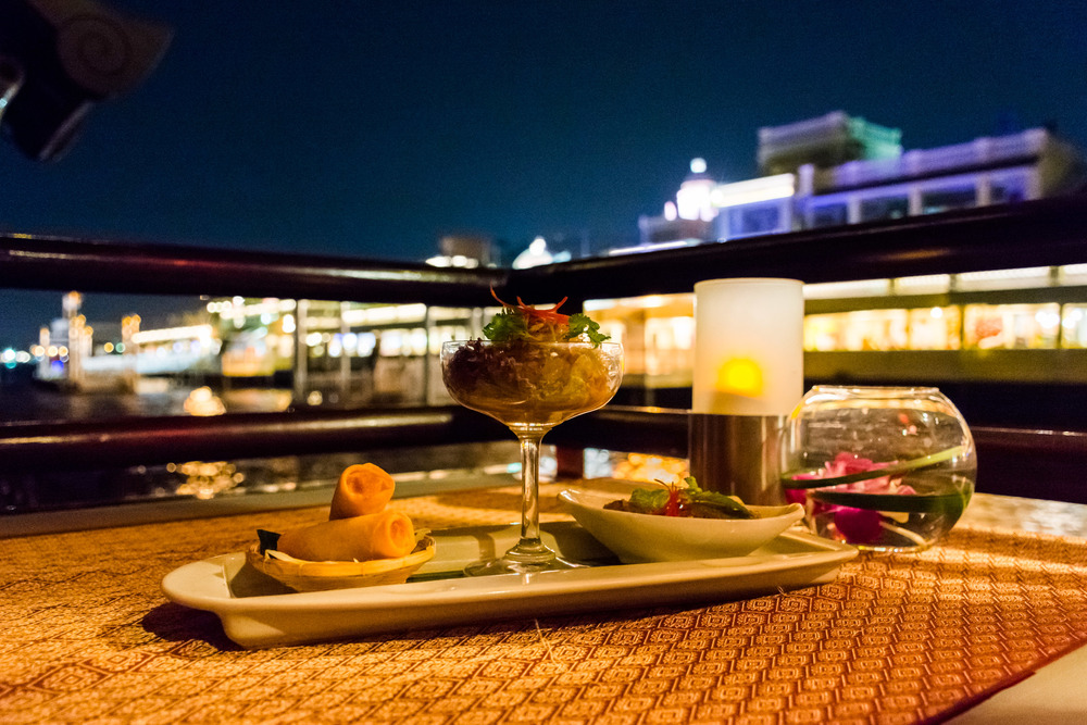 Apsara Dinner Cruise: Cruising Bangkoks' Chao Phraya River — No Destinations