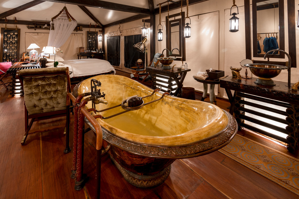 I think every bedroom should have a bath tub front and center!