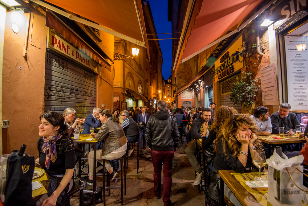 An alley off of Via Clavature...perfect for finding the best aperitivo spots in Bologna