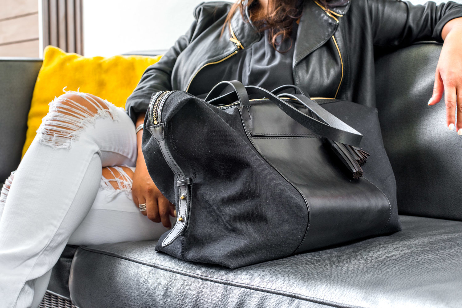 Cuyana: The Perfect Bag and Wallet for Traveling