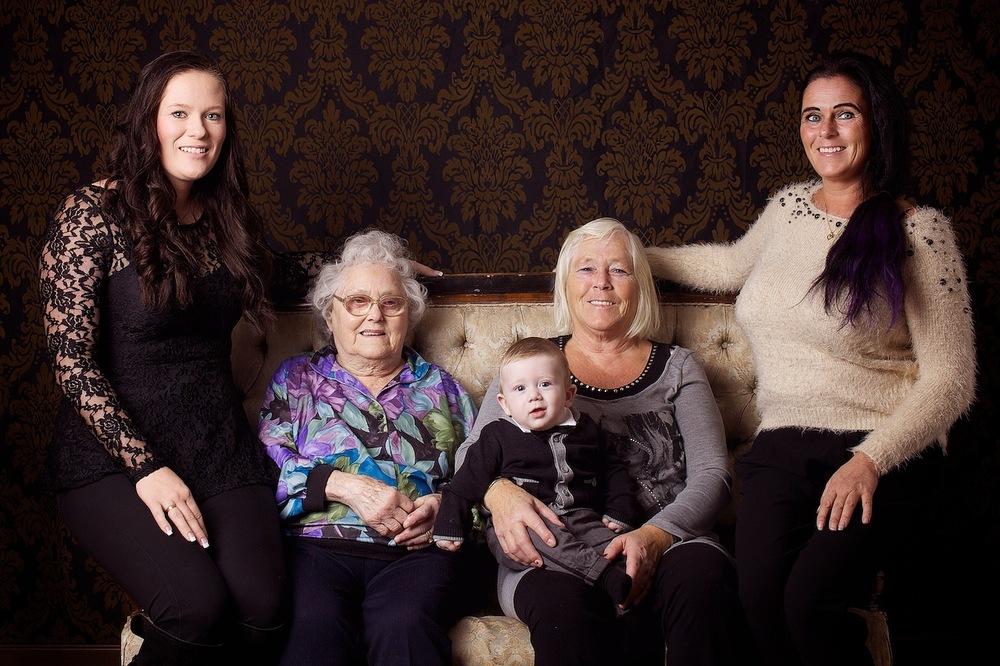 familiefotograf-familiefotografering-fem-generasjoner-mor-og-barn