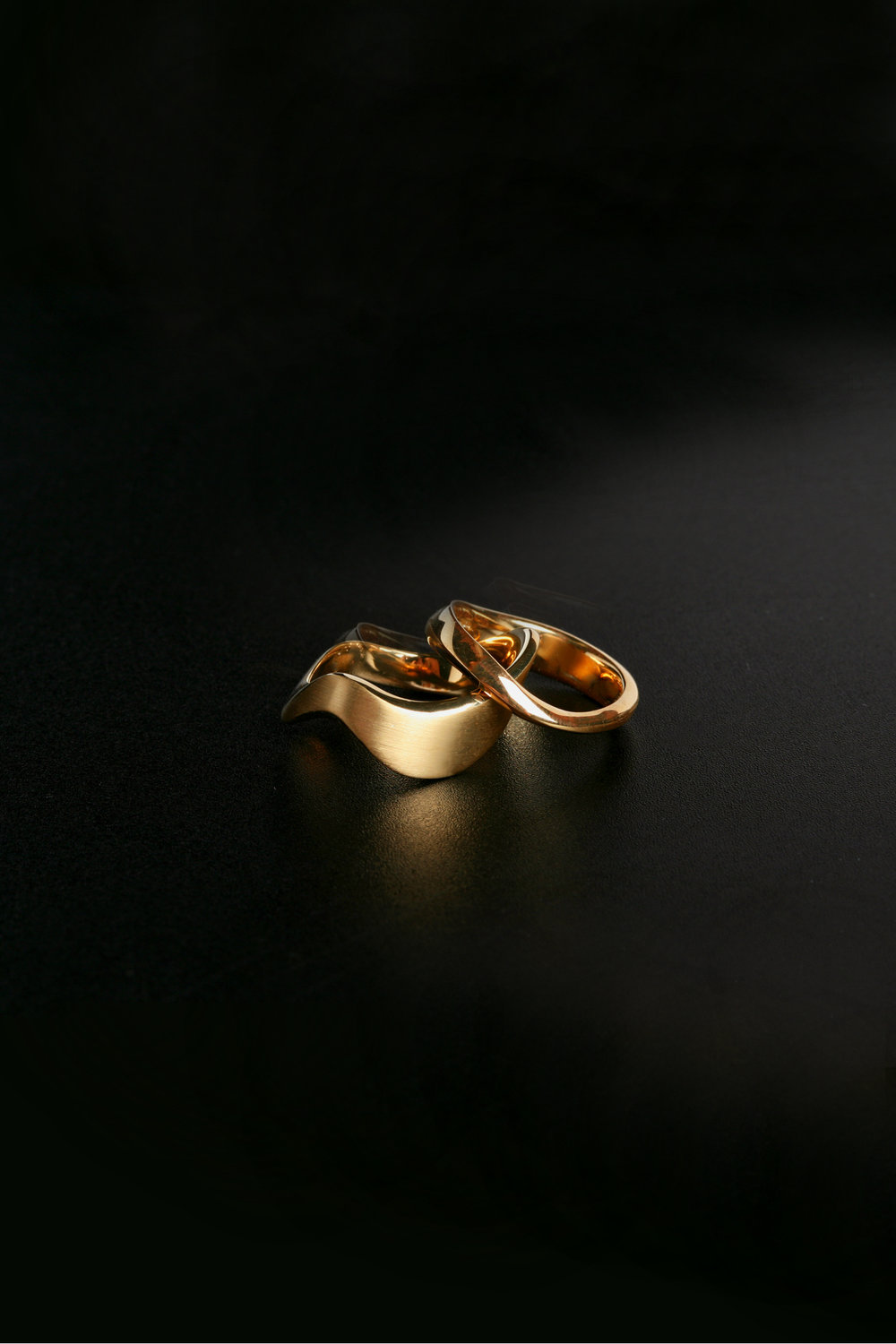 18K yellow gold wave rings