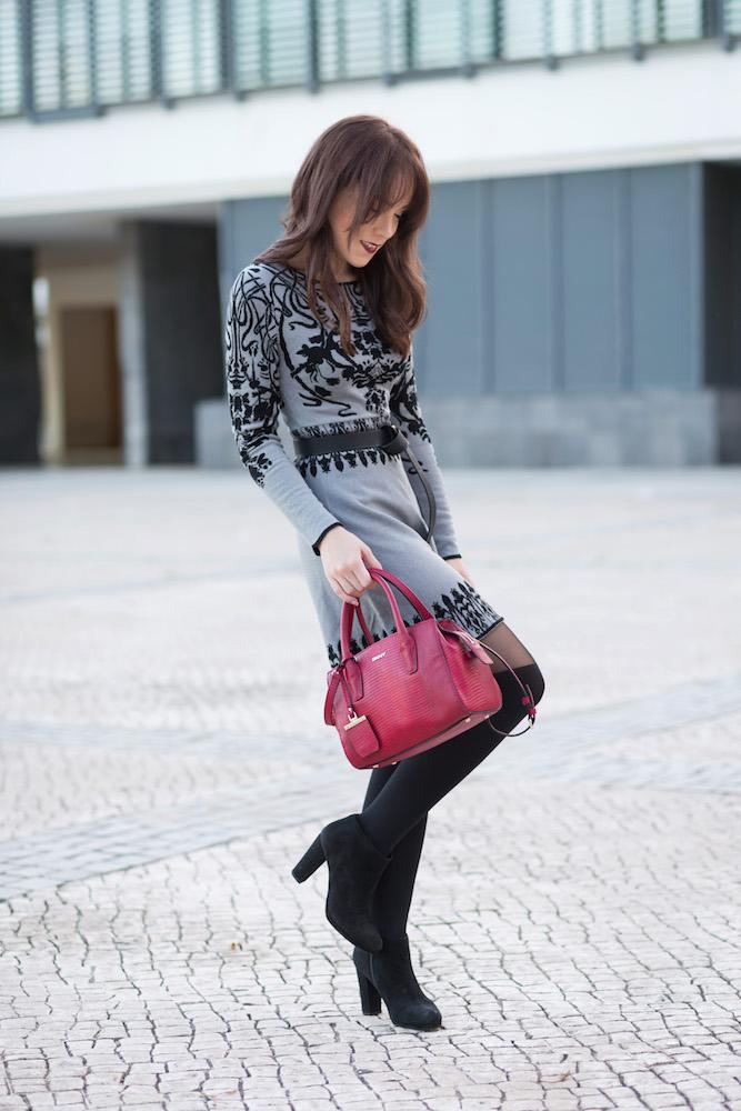 silver_girl_hello_december_3.jpg