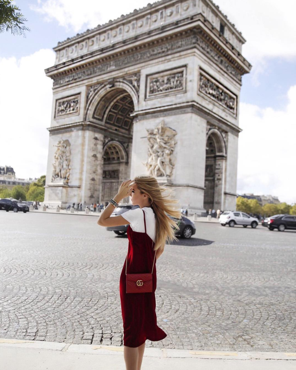 arch de trionphe red velvet paris travelling