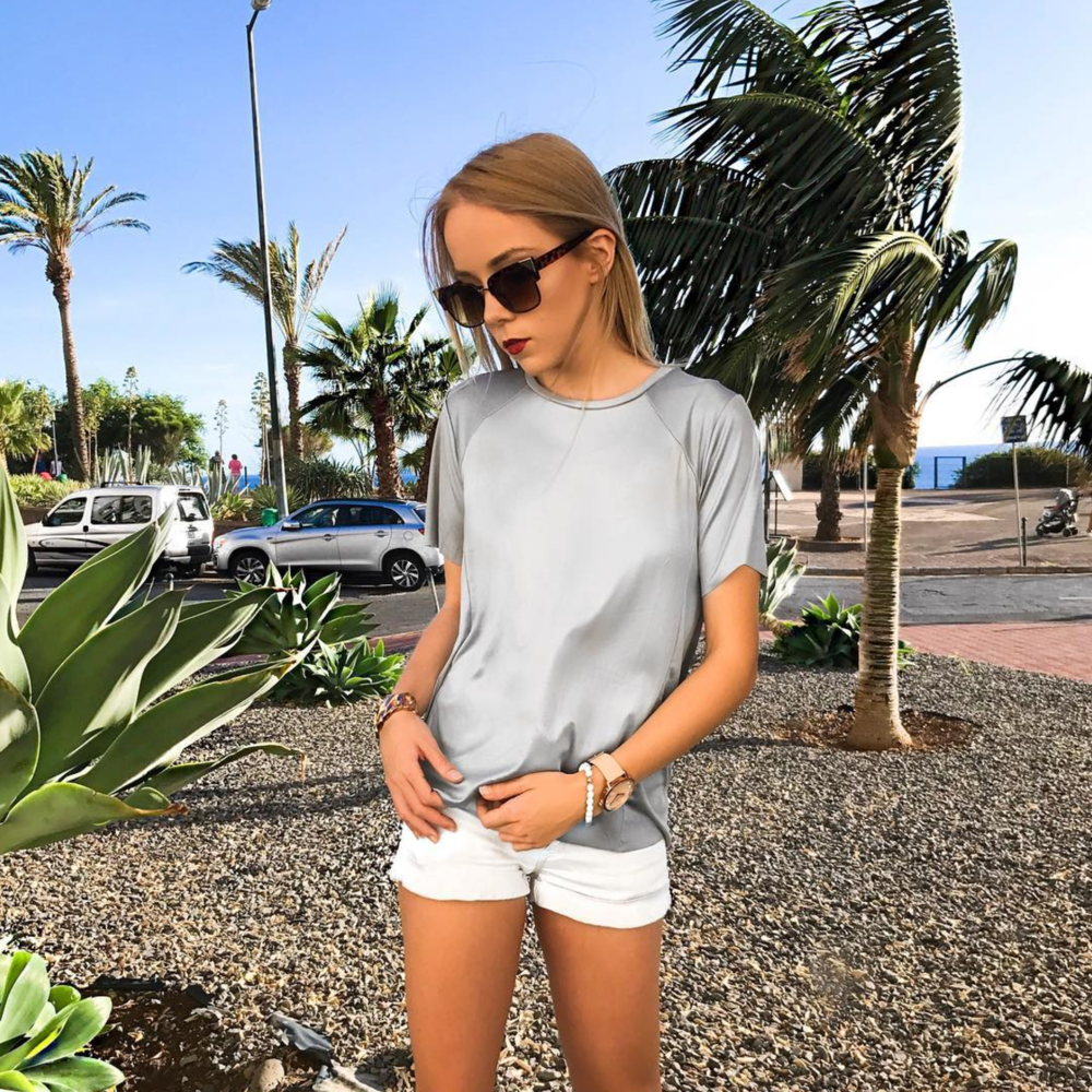 silver t-shirt outfit of the day sunny travel