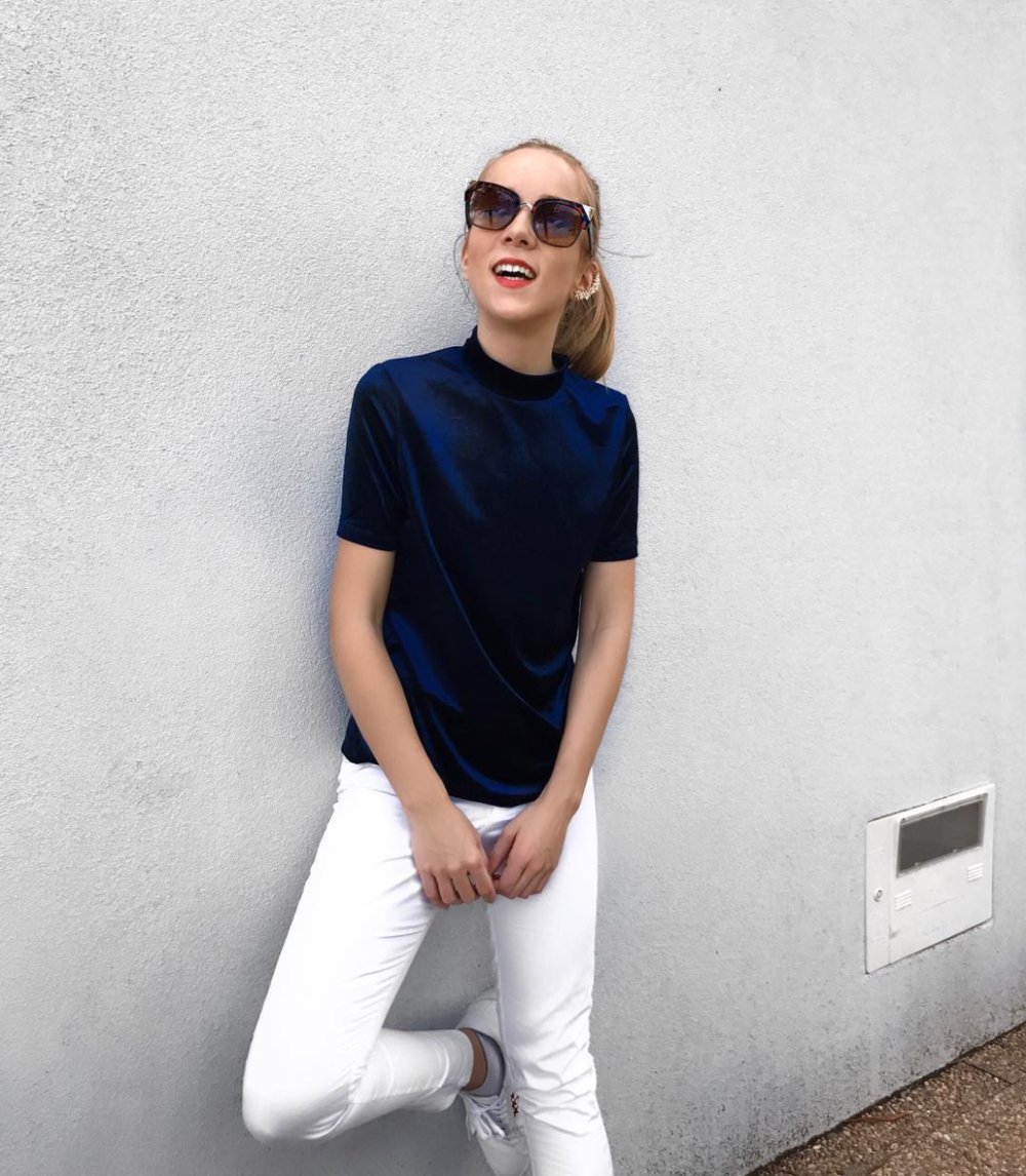 blue velvet white pants white sneakers summer style