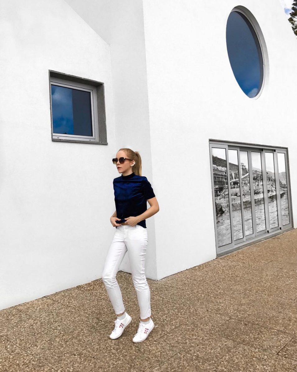 white pants white sneakers blue velvet top street style blog