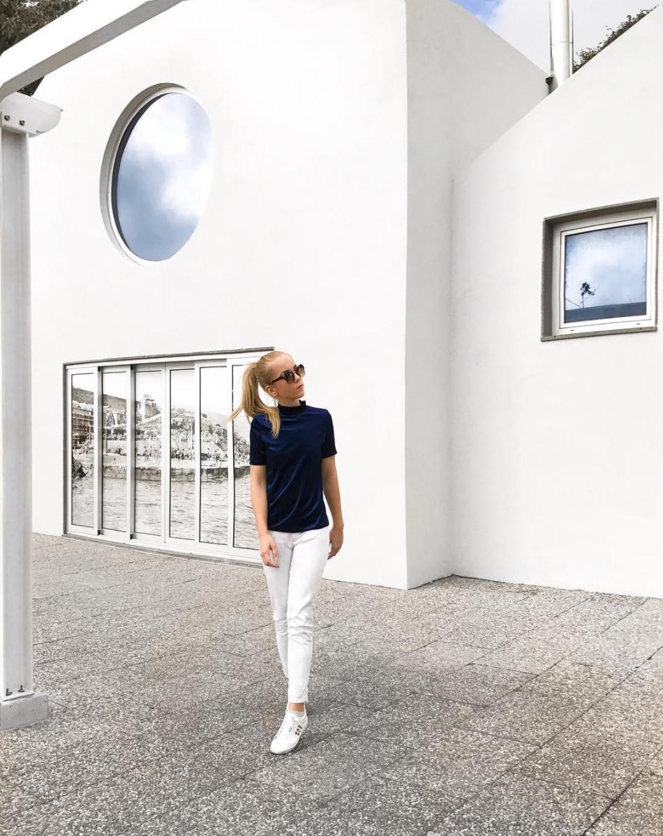 blue velvet white pants minimal street style inspiration