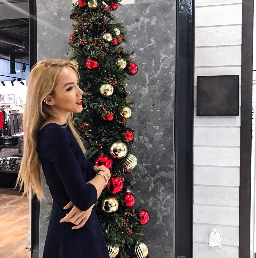 christmas shopping tree ootd inspiration style