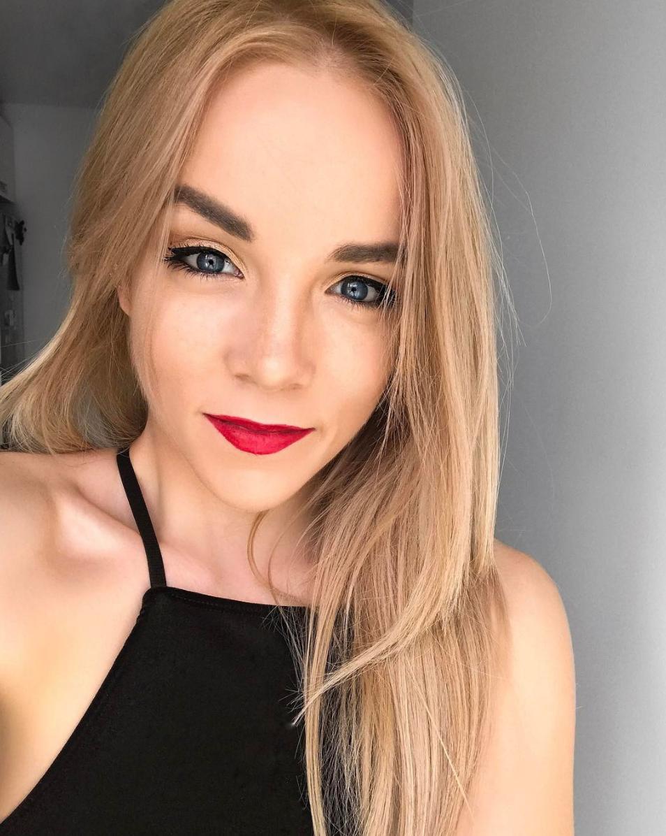 blue eyes hair goals red lipstick instagram miasoarez