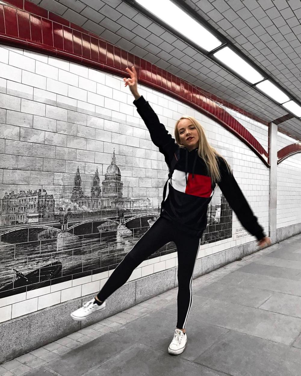 tommy travel style on the go fashion influencer instagram miasoarez