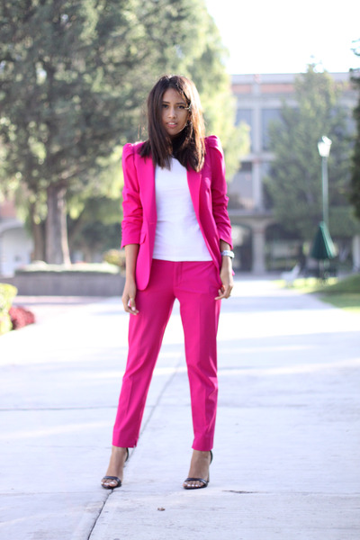 hot-pink-zara-blazer-hot-pink-zara-pants-black-zara-heels_400.jpg