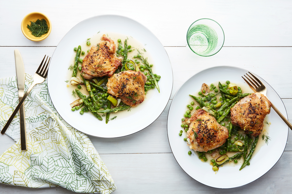 EP_04062016_-Mindy'sChicken_Spring-Braised-Chicken-with-Asparagus-and-Peas_hero.jpg
