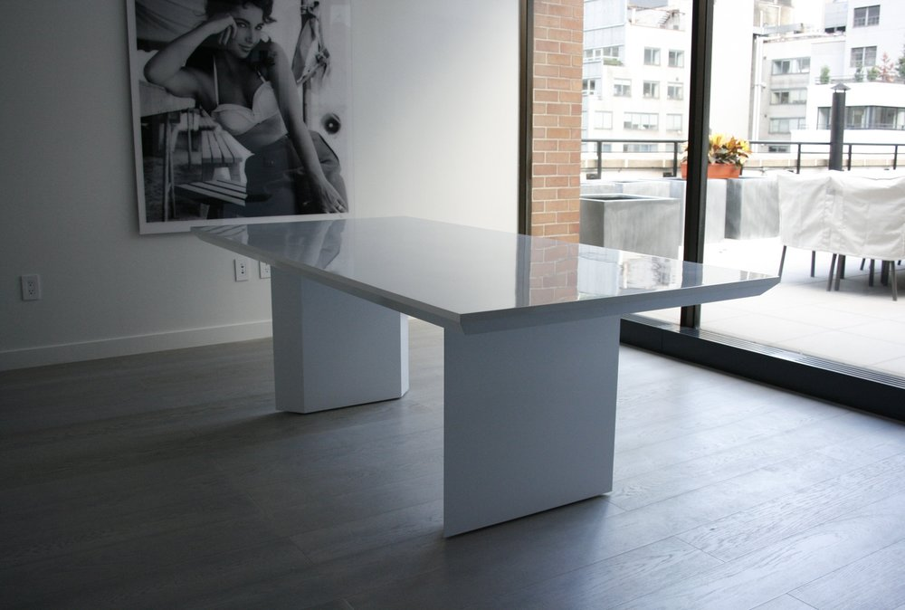 Optimum Diamonds | Conference Table Custom Design | White high gloss lacquer