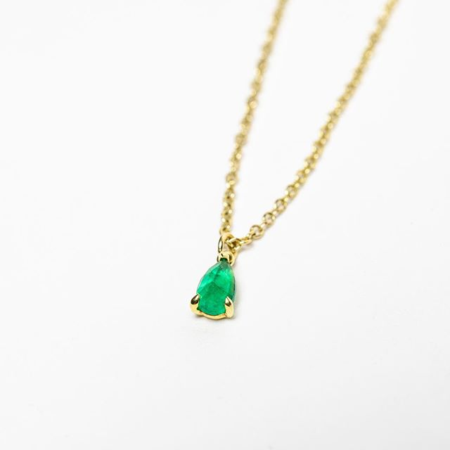 Sweet ILA necklace...Emerald + 14K recycled yellow gold. All fine jewelry 40% off! #honeyandroshop #closingsale #sparklejoy #visitmendocino #gratitude