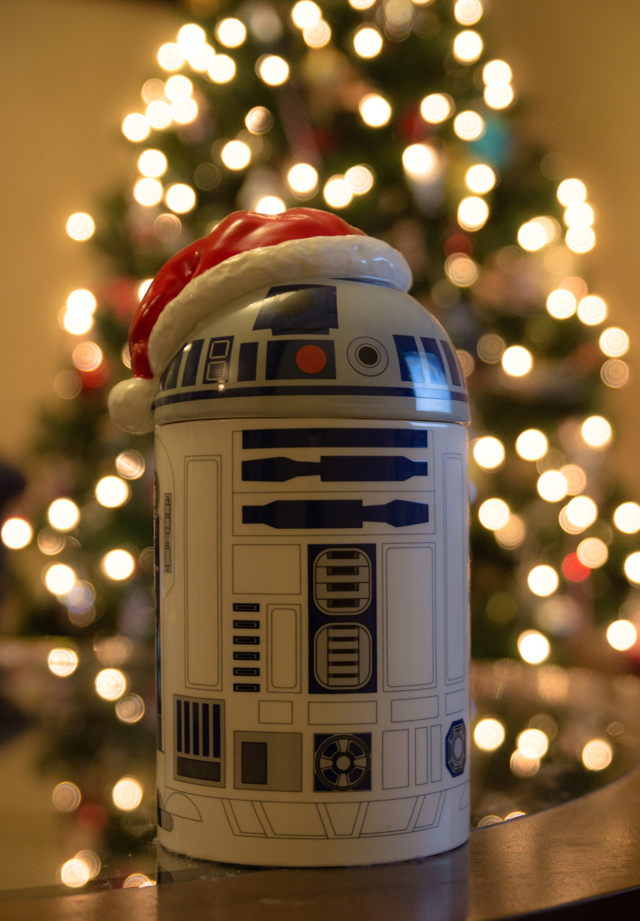 Star Wars R2-D2 Christmas cheer!    -MB