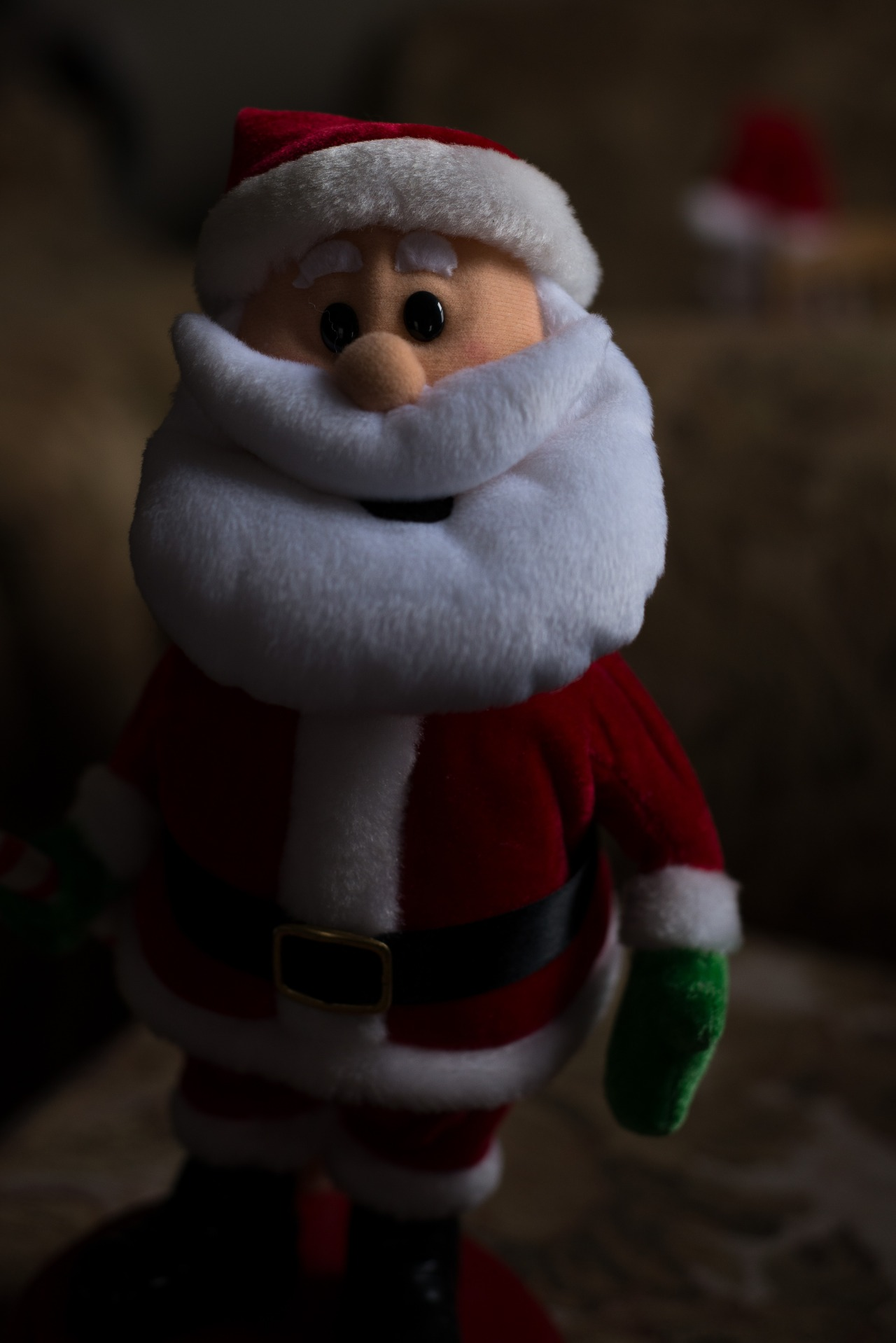 Dec 27 - This Santa shakes his ass.   *DS