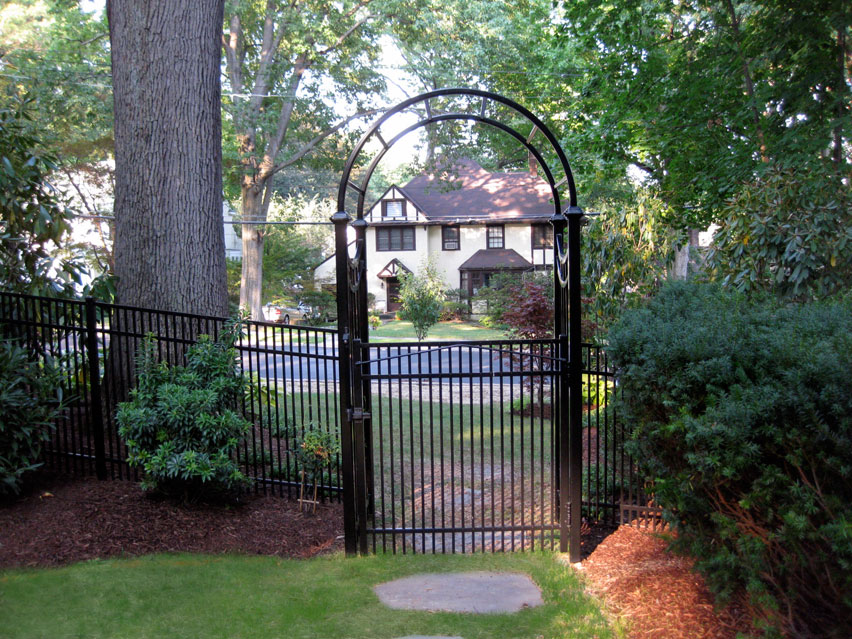 Larchmont-1-gate-after.jpg