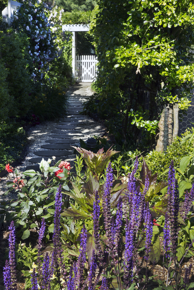 7-Victorian-cutting-garden-path.jpg