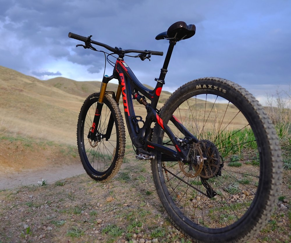 The Switchblade blurs the lines between trail and enduro suspension and geometry. The result is an extremely capable, efficient and well-rounded machine that will keep you grinning from ear to ear.