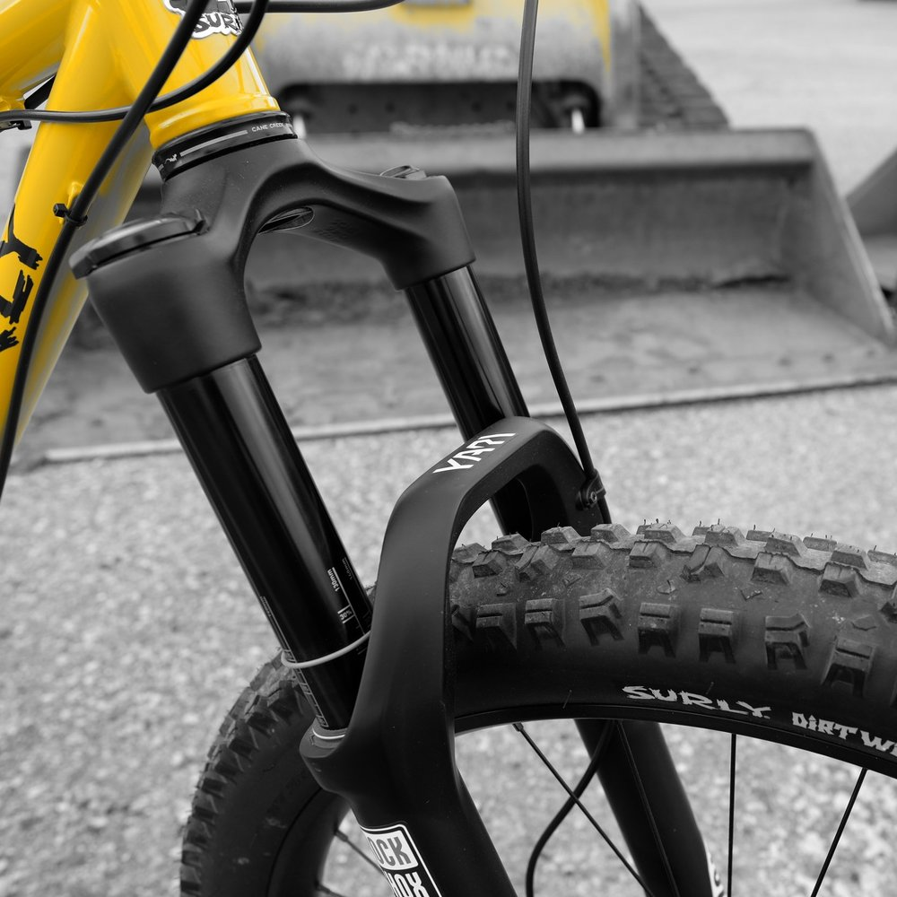 The Rockshox Yari suspension fork is a perfect match for the KM+. Buttery smooth travel, on a stout and robust chassis, with a simple user interface.