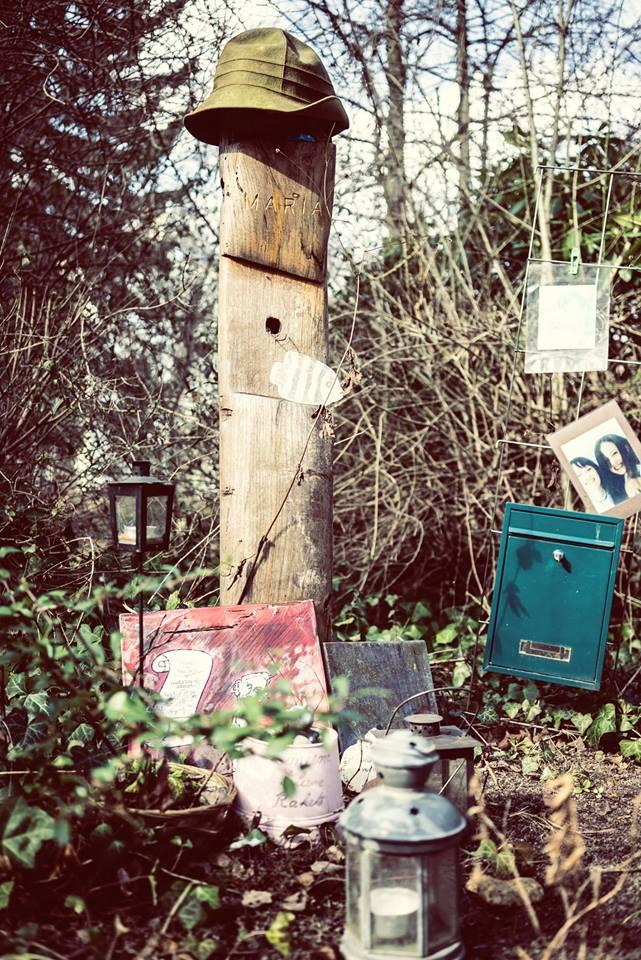 Grab mit Briefkasten auf dem Georgen Parochial I