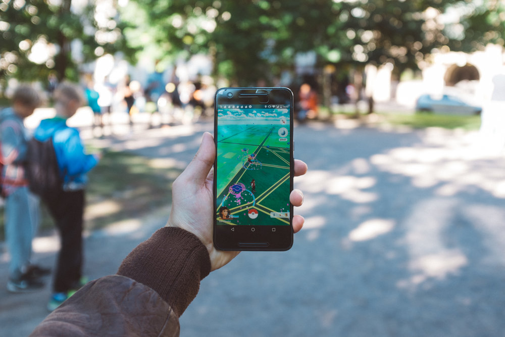 The new augmented reality directions feature will go one step further than the traditional map apps found on smartphones. You will be able to unleash the combination of Google Maps with your smartphone camera.