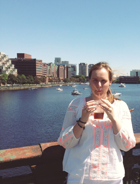 Boston Charles River, Iced Coffee and Madewell, Summer and Sunshine, fashion blog