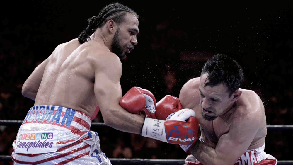 Thurman lands a hard right hook on Robert Guerrero. This was at this point Thurman's biggest fight of his career. Photo: Naoki Fukuda/RingTv