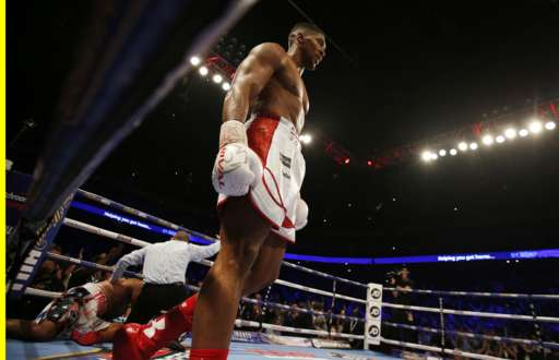 Anthony Joshua stops Dominic Breazeale in 7 rounds. Photo credit: Reuters