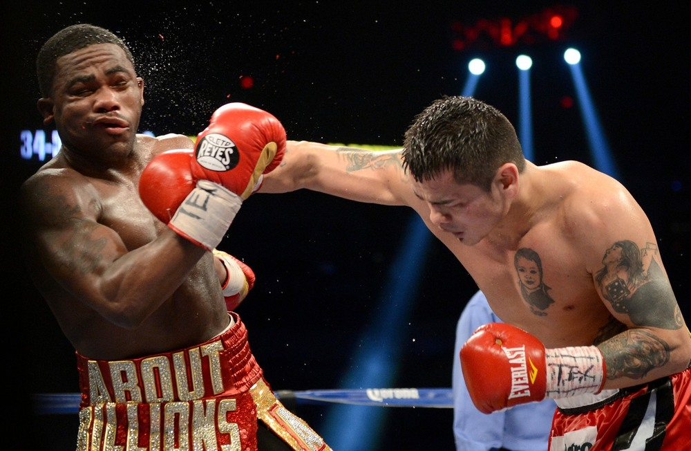 Marcos Maidana with a right hand on Adrien Broner. Photo: Naoki Fukuda/RingTV