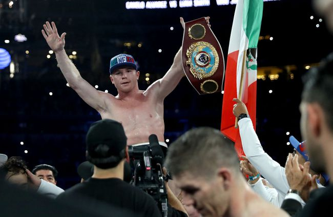 Canelo Alvarez celebrates his title winning victory over Liam Smith. Photo: Getty Images