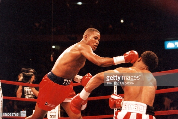 Felix Trinidad stops William Joppy in the 5th round to capture the WBA middleweight title. Photo: The Ring Magazine/Getty Images