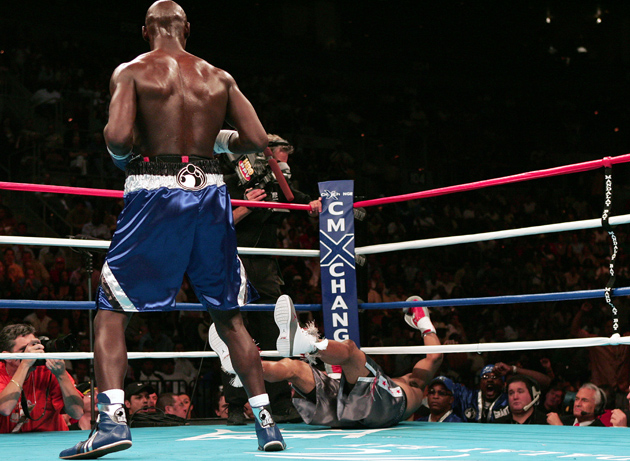 Antonio Tarver stops Roy Jones in the second round of their rematch in May 2004. Photo: Jed Jacobsohn/Getty Images