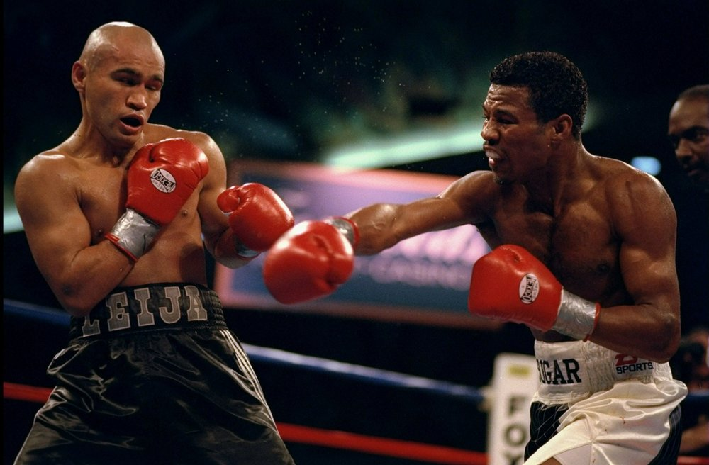 One of Hank Lundy's favorite fighters Sugar Shane Mosley defending his lightweight title against Jesse James Leija in 1998. Photo: Al Bello/Getty Images
