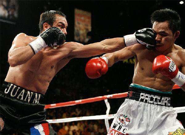 Juan Manuel Marquez lands a jab on Manny Pacquiao in their second fight. Photo: Hogan Photos