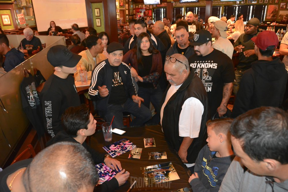 Fans crowd around to meet Golden Boy Promotions' fighter, Ryan Garcia, this past Saturday afternoon in Victorville, California. Photo: Cynthia Saldaña/Frontproof Media.