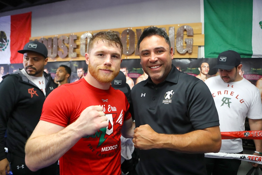 Oscar De La Hoya poses with Canelo Alvarez at media day in San Diego. Photo Credit   Tom Hogan - Hogan Photos/Golden Boy Promotion