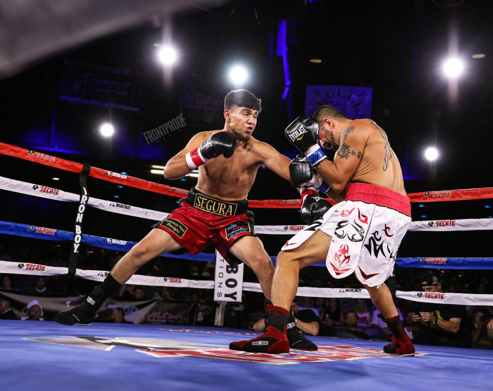 Estevan Payan (white shorts) vs Daniel Segura (red shorts). Photo: Kelly Owen/Frontproof Media.