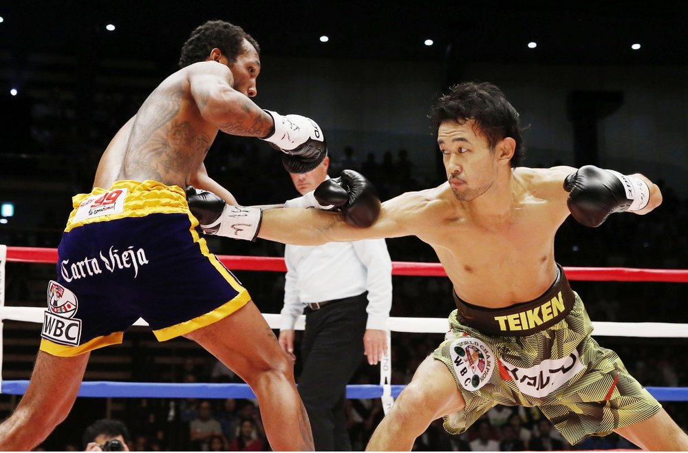 Shinsuke Yamanaka and Anselmo Moreno participated in one of the best fights of 2016. Photo: KYODO