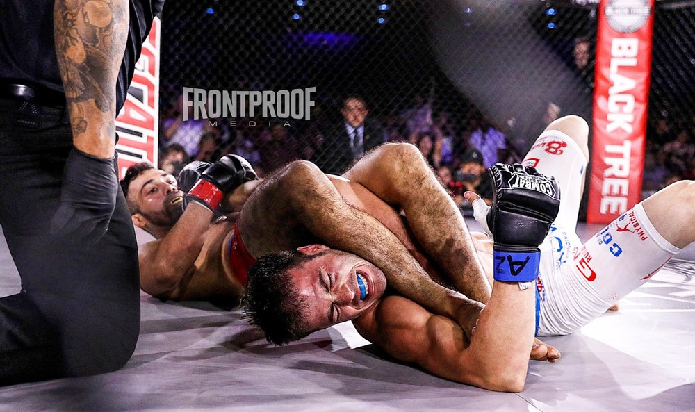 Andres Ponce forces his opponent Nolan Hyland to tap. Photo: Kelly Owen / Frontproof Media