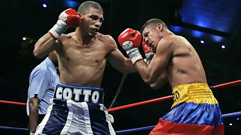 Miguel Cotto and Ricardo Torres participated in one of the best fights of 2005. Photo: Tim Shaffer/Reuters/Action Images